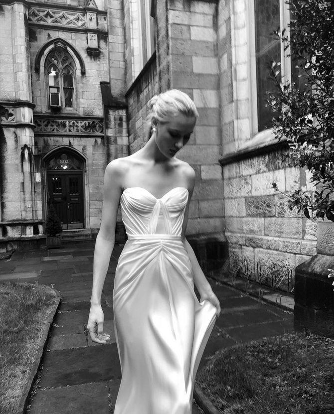Платье с драпировкой лифа