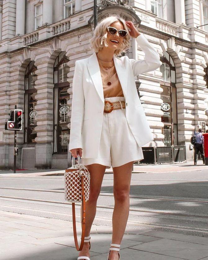 белые модные костюмы с шортами