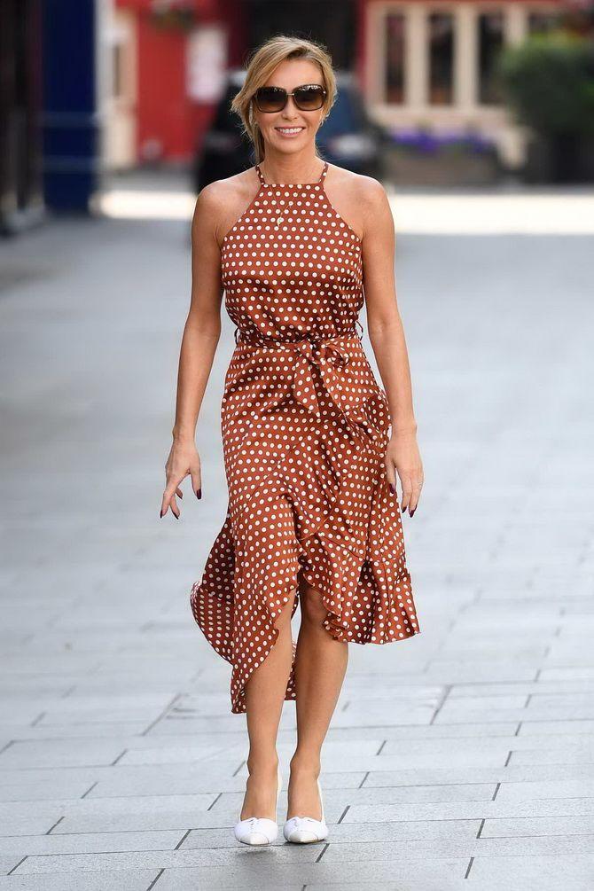 модна сукня в горошок 2020