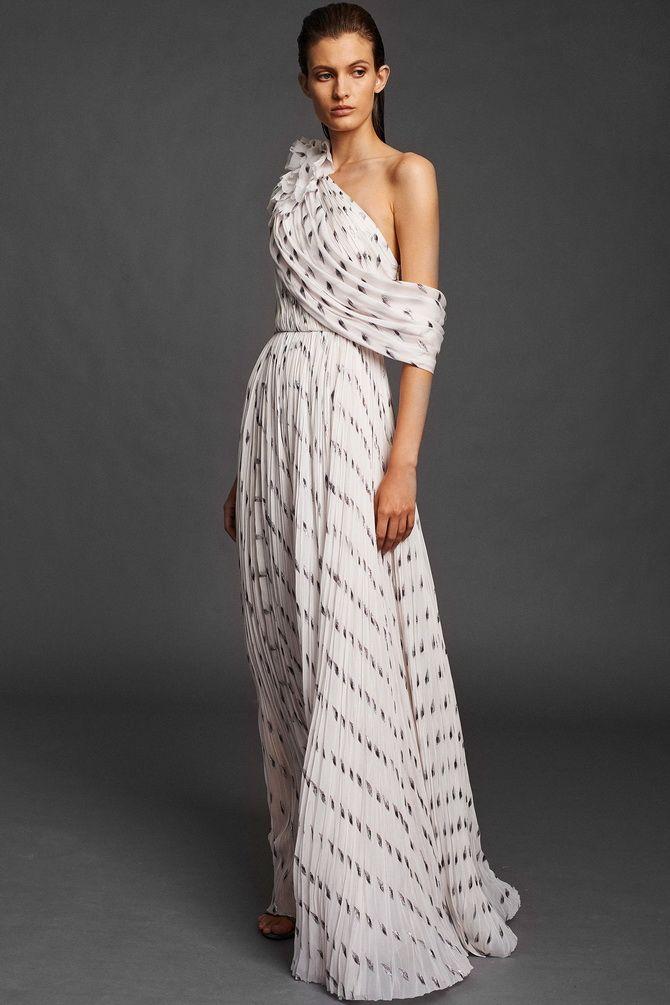 Платья с драпировкой на плече 2020