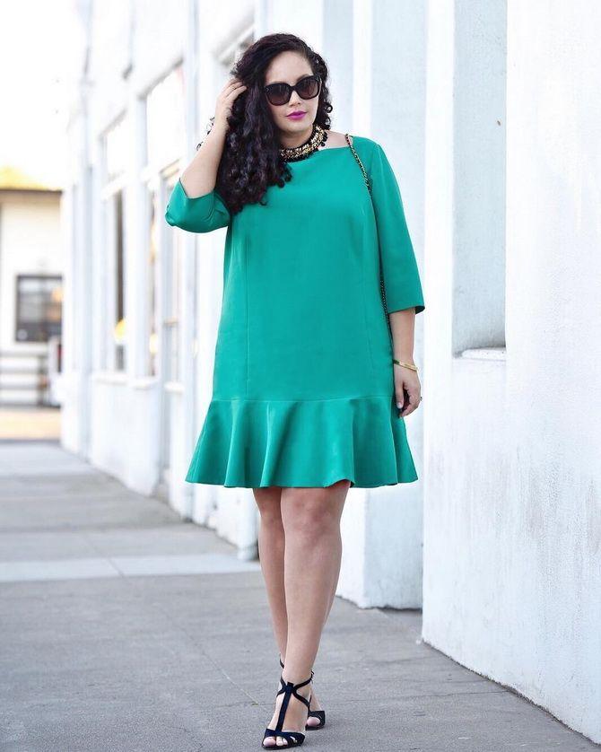 сукня з воланами для повних
