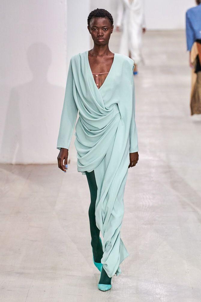 Платье с запахом и драпировкой 2020