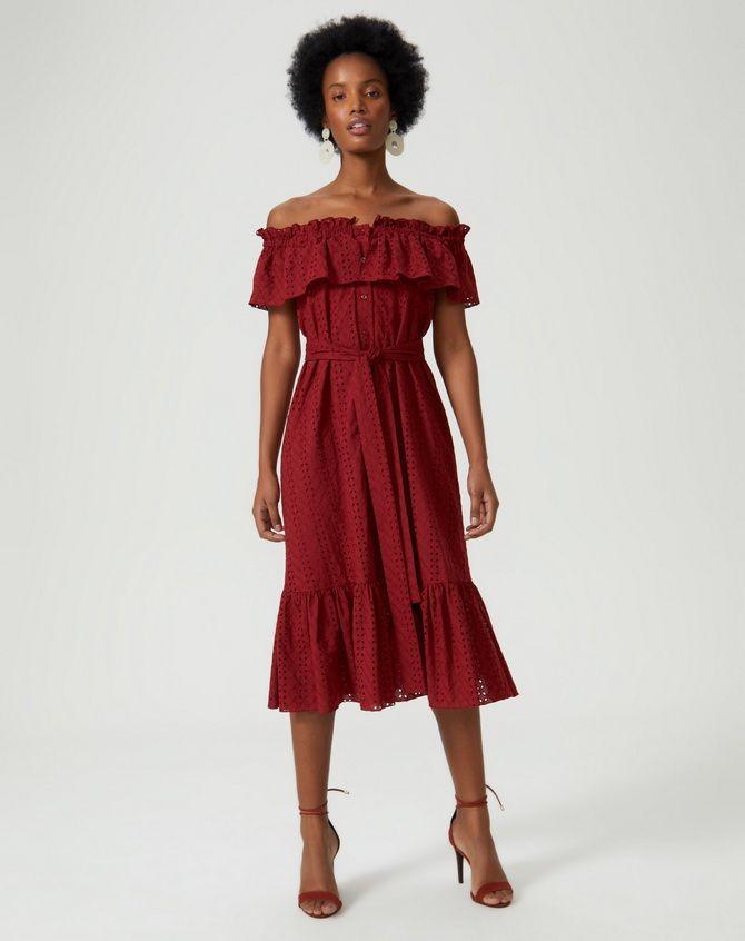 сукні з воланами на плечах