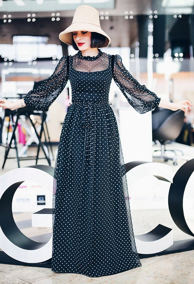 чорна довга сукня в горошок  2020