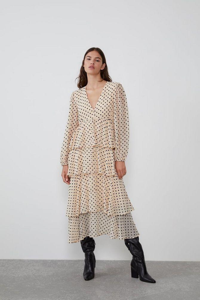 сукня з воланами по всій довжині