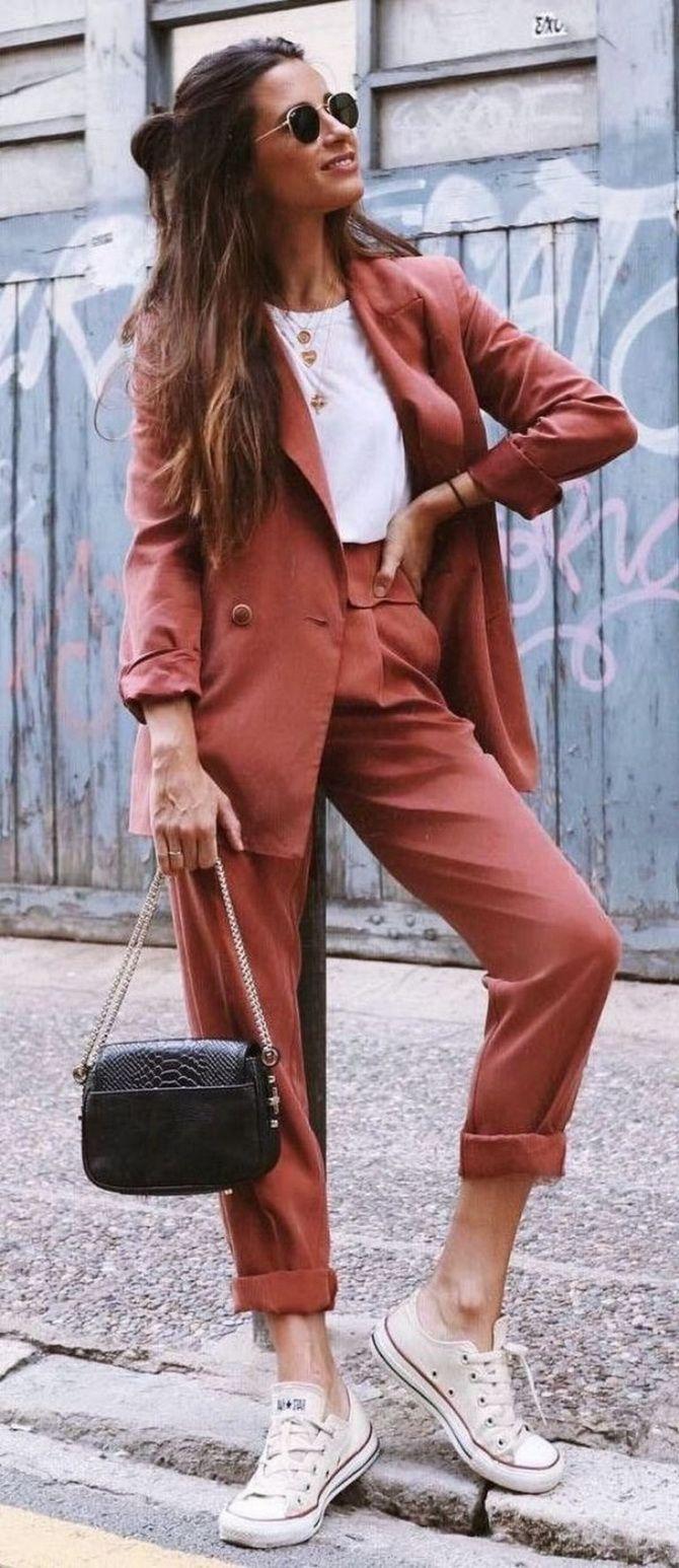летний брючный костюм