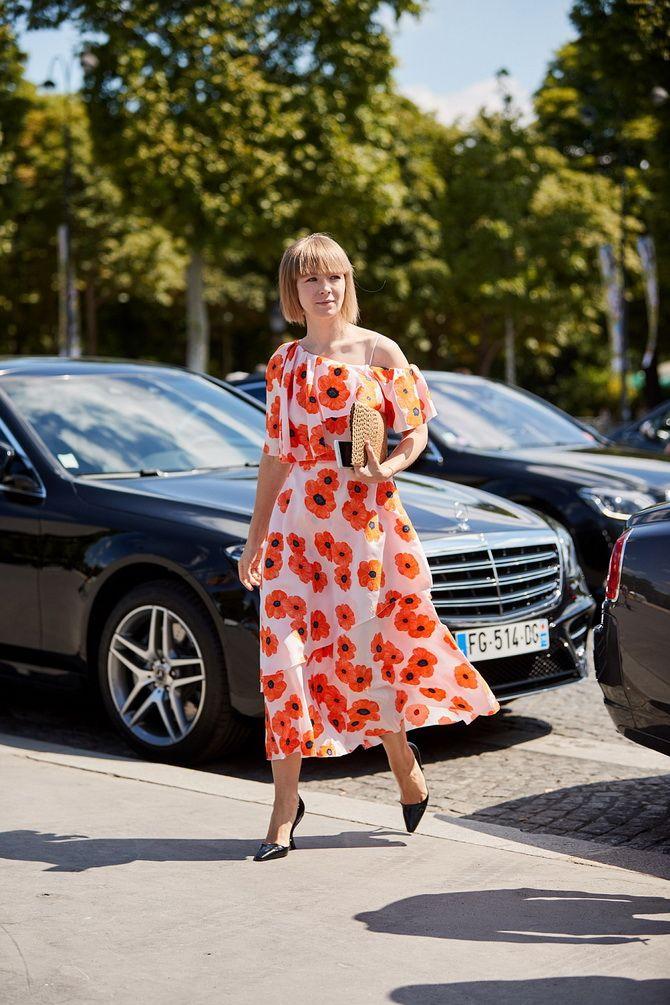 сукня з квітковими принтами