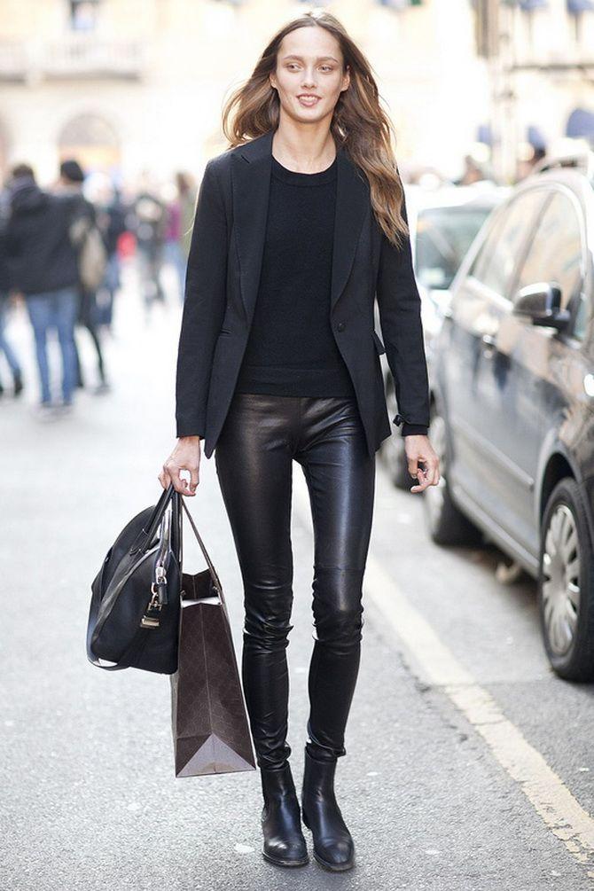 черный тотал-лук с кожаными легинсами