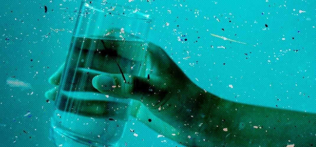 Микропластик повсюду: в еде, в воде и даже в нашем теле