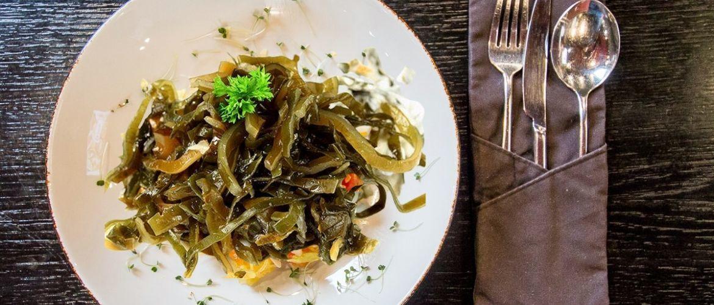 Не подобається морська капуста? Приготуйте з нею улюблені салати