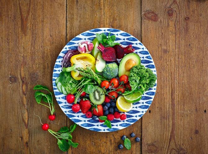 овочі на тарілці