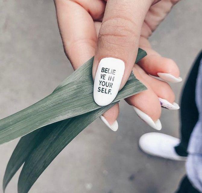 білий манікюр на довгі нігті
