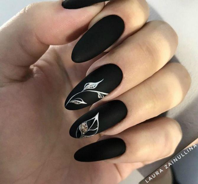 чорний манікюр на довгі нігті