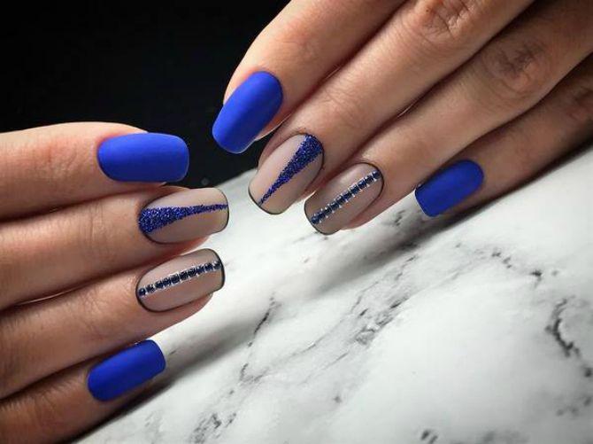 синій манікюр