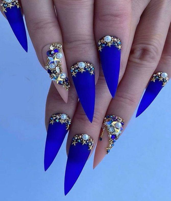 блакитний манікюр на довгі нігт