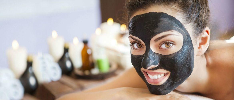 Очищаем лицо при помощи домашней черной маски