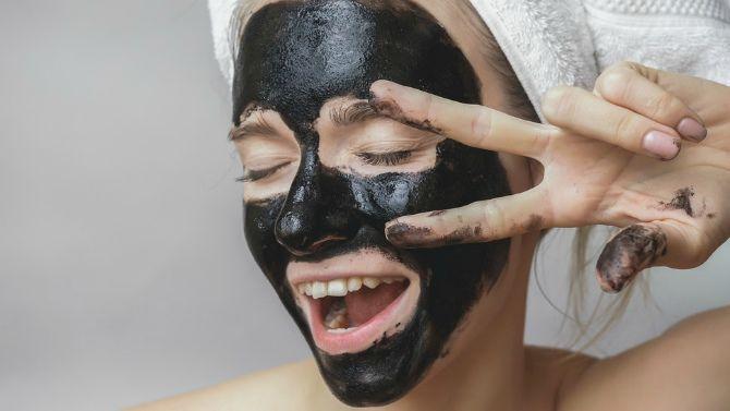 Черная маска для лица от прыщей