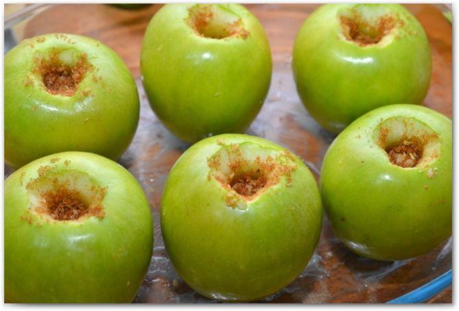 яблоки с ореховой начинкой