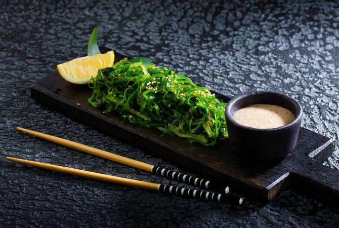 Рецепт салату з морською капустою та тунцем