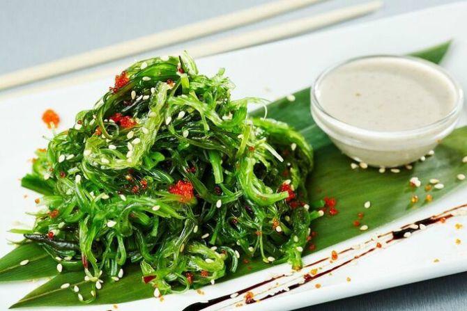 Салат з морської капусти по-японськи