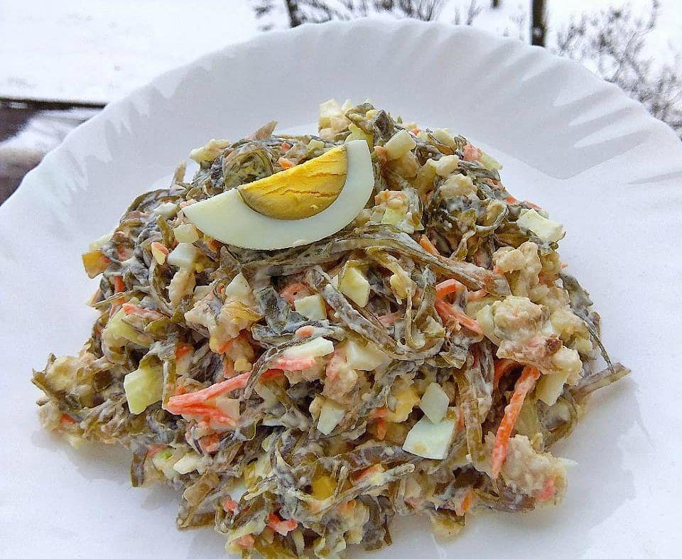 Салат з морської капусти з крабовими паличками