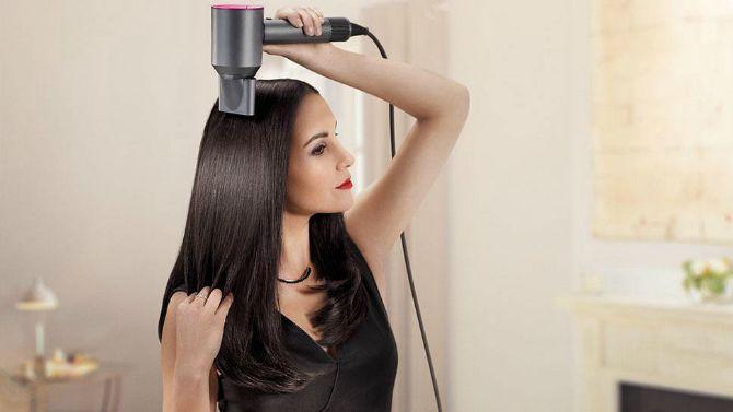 сушка волосся феном