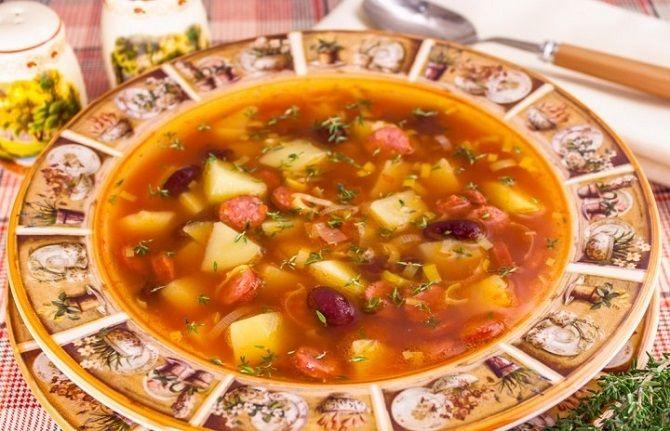 суп з ковбасками мисливськими