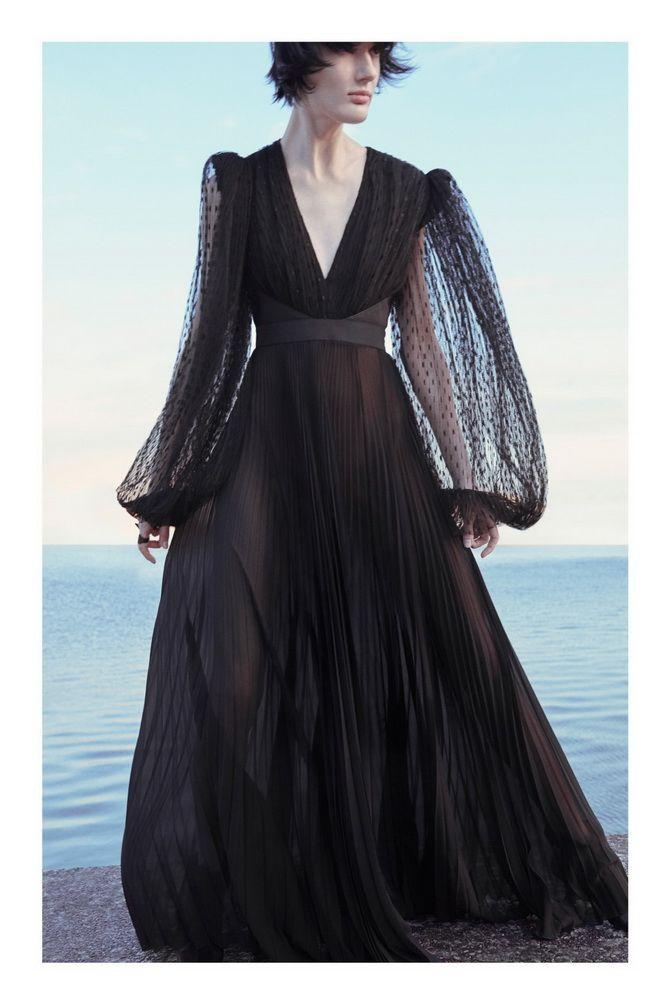 черное платье с  вырезом