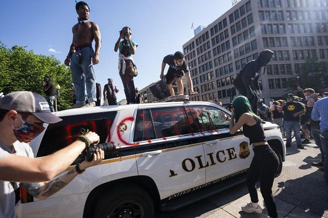 протесты возле Белого дома