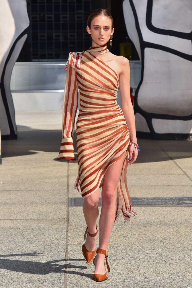 асимметричное платье в полоску на одно плечо