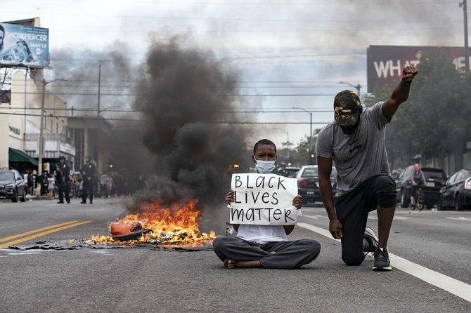 протести США