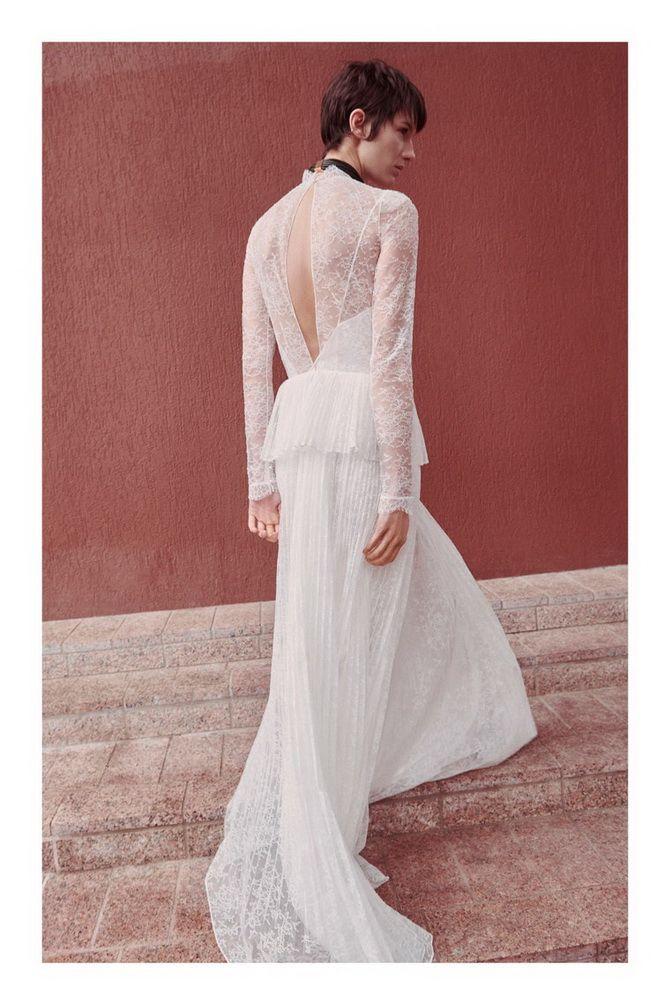 біла сукня з вирізом