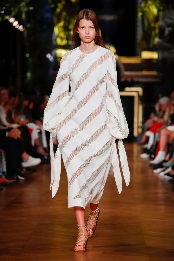 Белые платья в полоску