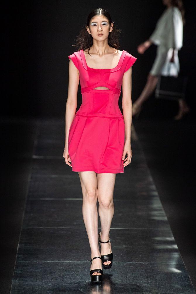 Літня сукня з квадратною горловиною