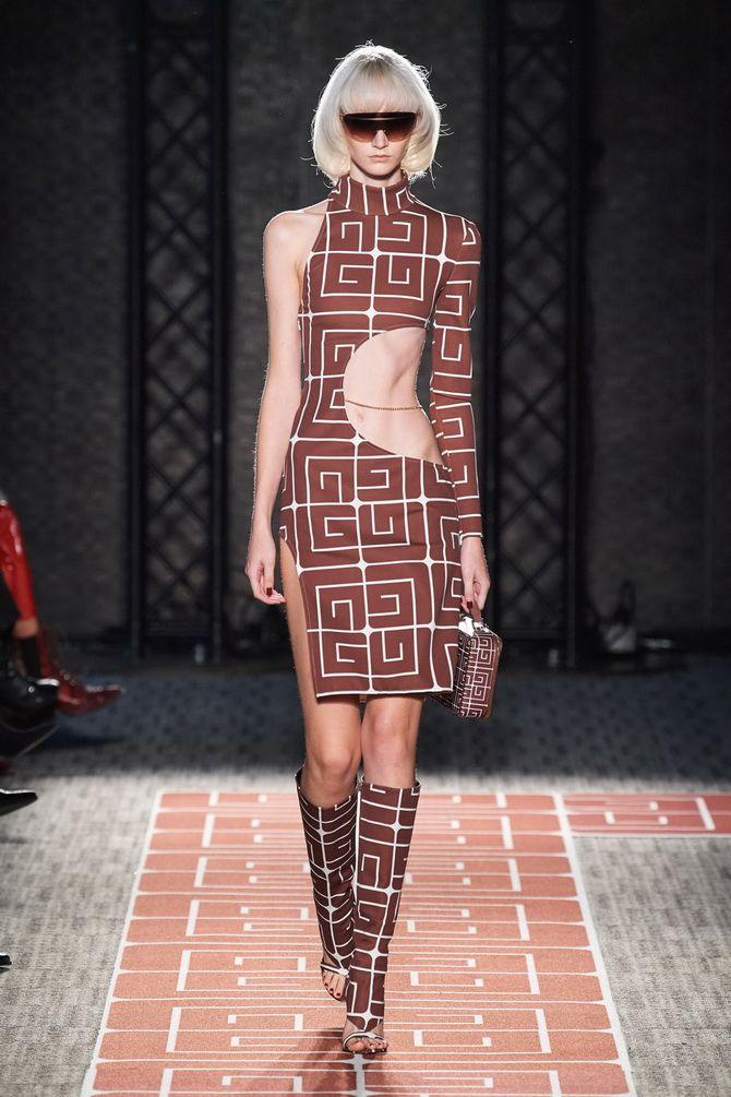 Сукня з круглим вирізом