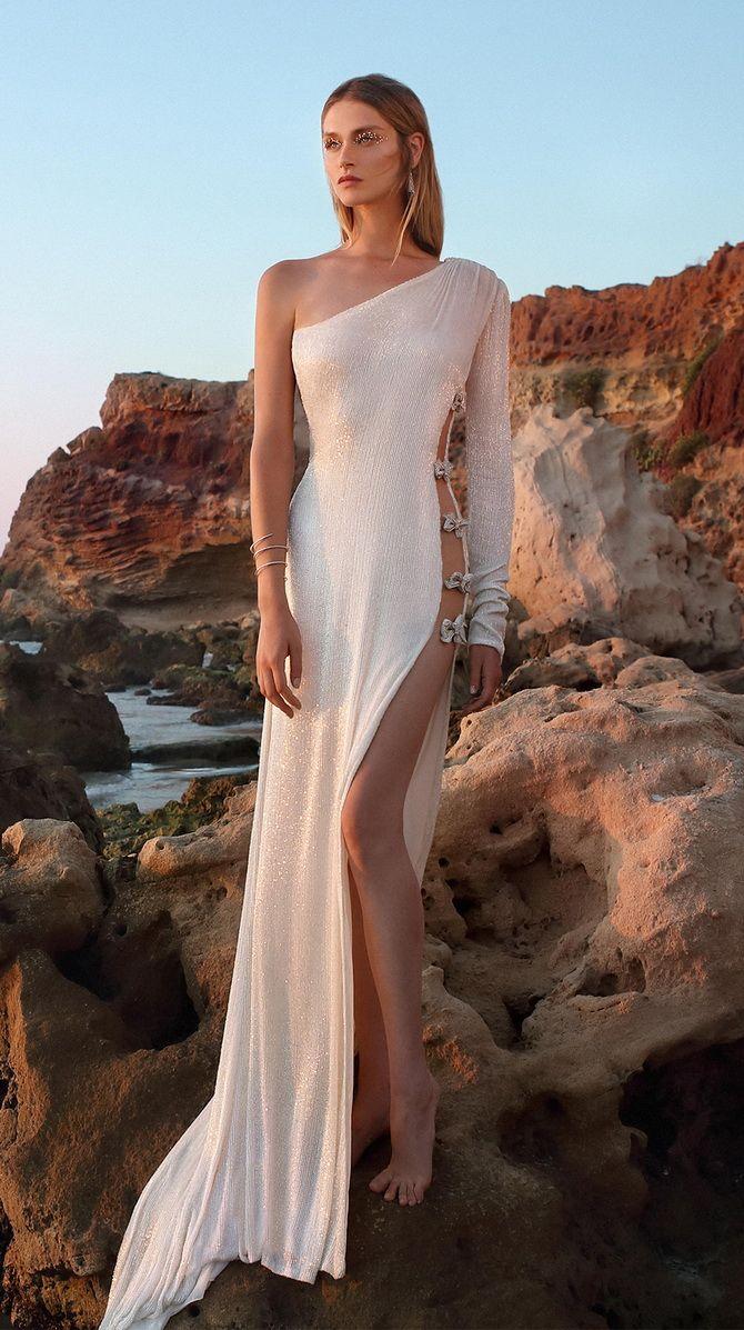 Свадебное платье с вырезом 2020 2021