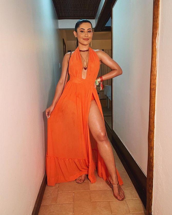 плаття з вирізом