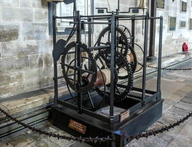 Старинные часы в Солсберийском соборе, Великобритания