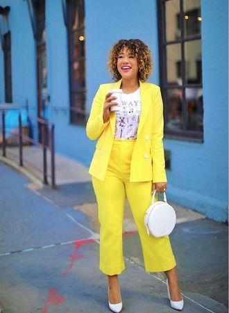 Нарядные, деловые и для отдыха: летние костюмы 2020 для полных 18