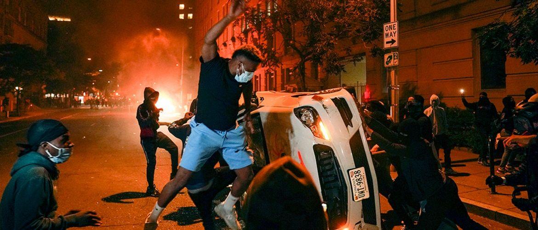 США разрывает на части – как на самом деле проходят массовые протесты в США?