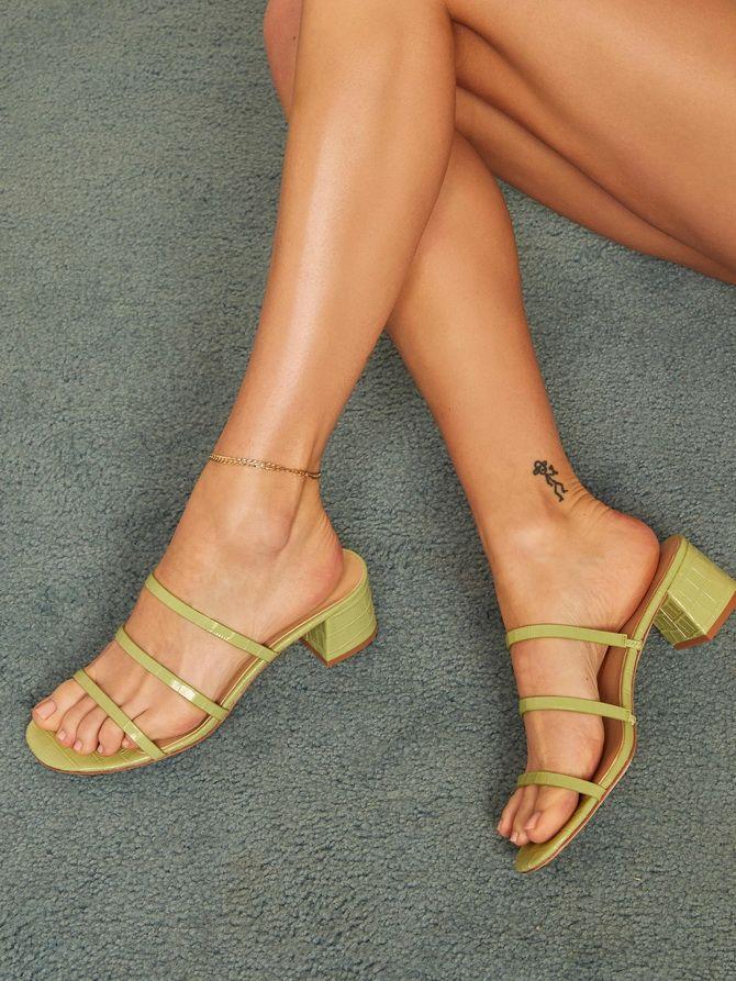 Женская обувь с тонкими ремешками