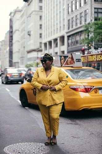 Нарядные, деловые и для отдыха: летние костюмы 2020 для полных 67