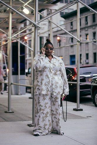 Нарядные, деловые и для отдыха: летние костюмы 2020 для полных 69