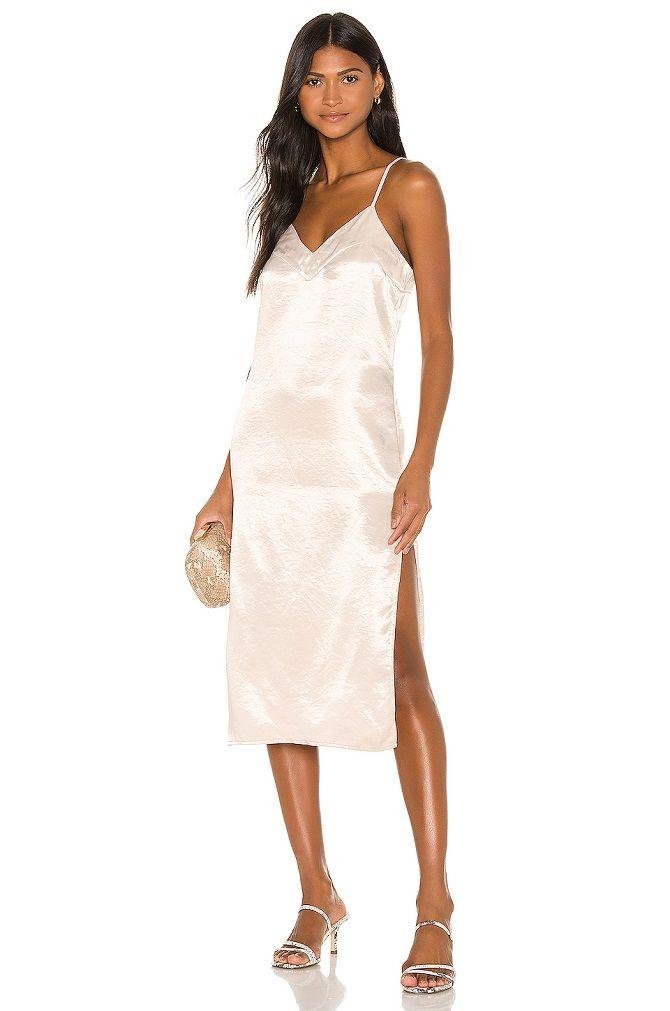 Универсальное платье в бельевом стиле: создаем ультрамодные образы на каждый день 3