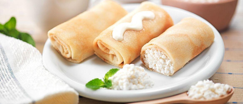 Топ-10 ідей начинки для млинців з сиром: солодкі та солоні