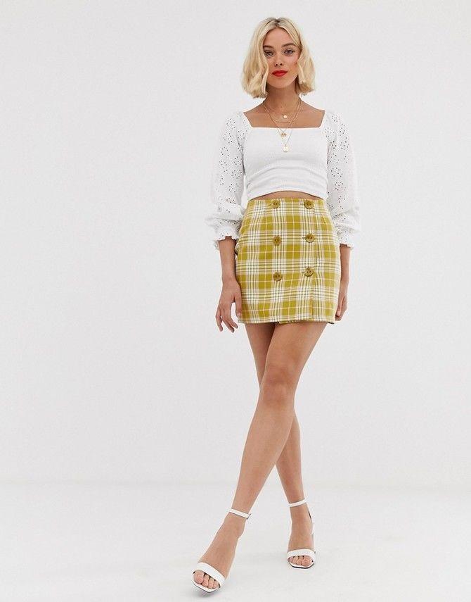 С чем носить короткую юбку: модные образы 2021-2022 35