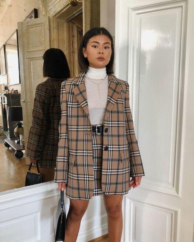 С чем носить короткую юбку: модные образы 2021-2022 68