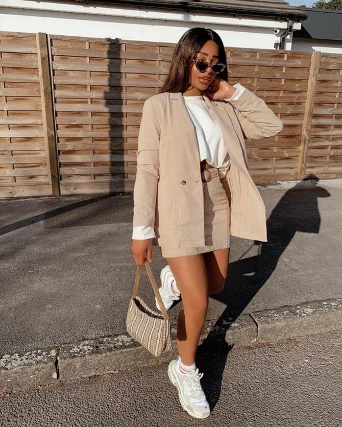 С чем носить короткую юбку: модные образы 2021-2022 73