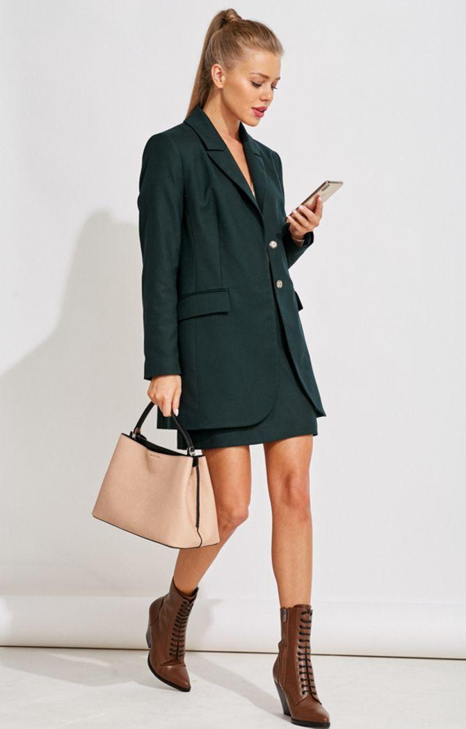 С чем носить короткую юбку: модные образы 2021-2022 75
