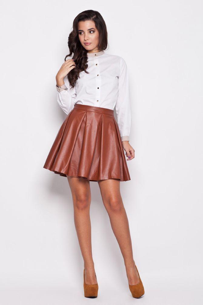 С чем носить короткую юбку: модные образы 2021-2022 31